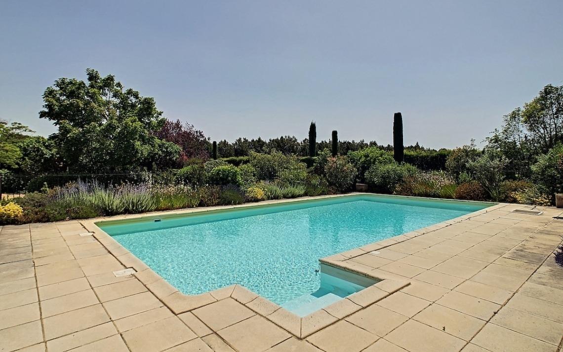isle-sur-sorgue-piscine