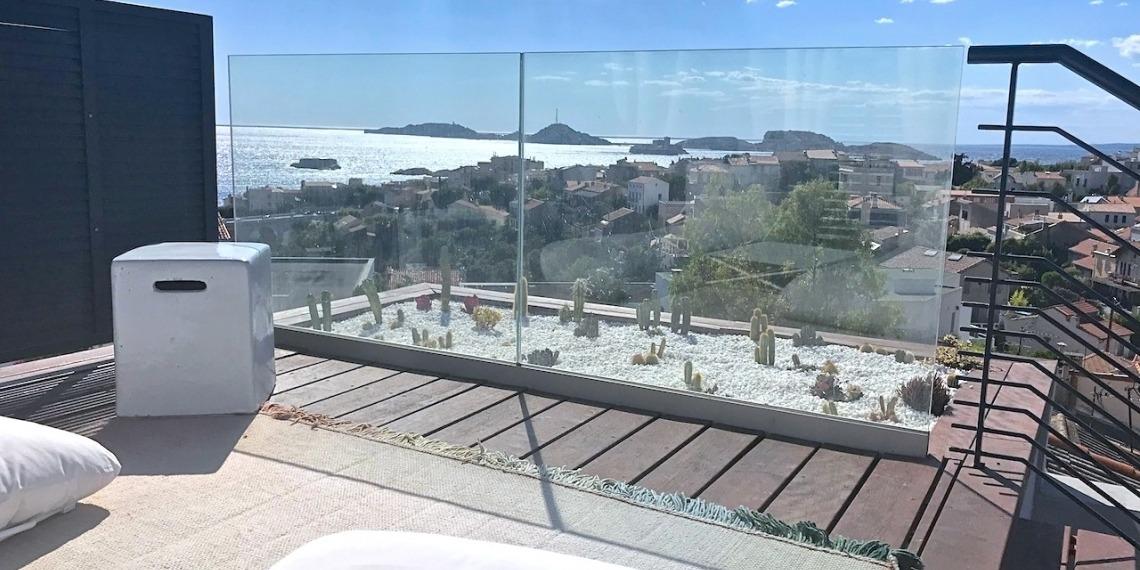 Une villa contemporaine avec piscine sur le toit à Marseille